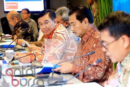 lantaibursa.id/MS Fahmi Direktur Utama BNI Ahmad Baiquni (tengah) didampingi jajaran direksi saat jumpa pers terkait Kinerja BNI Kuartal III 2016 di Jakarta, Kamis (13/10). Pada Kuartal III 2016, BNI mencatat laba sebesar Rp 7,72 Triliun atau tumbuh 28,7 persen dibandingkan laba yang diperoleh dari tahun sebelumnya.