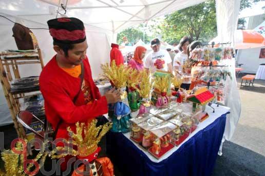 lantaibursa.id/MS Fahmi Salah satu stan yang ikut memeriahkan Pasar Akhir Pekan Artha Graha Perduli di kawasan SCBD, Jakarta, Sabtu (29/10).