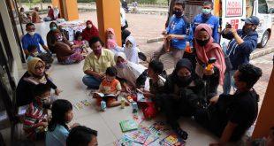 Peduli Bencana Alam, Askrindo Hibur Anak-anak Korban Longsor